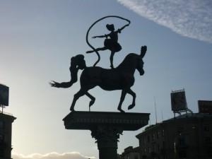 Минск. Скульптура перед цирком.