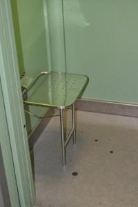 Лифт предлагает сесть и поговорить.