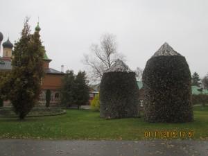 Женщинам нельзя доверить даже поленницу сложить. Женский монастырь. Пюхтица. Эстония.